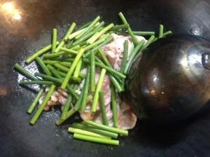 豚肉とにんにくの芽炒め-レシピ2