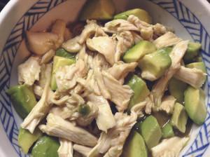 簡単おつまみ☆鶏胸肉とアボカドのわさび醤油和え-レシピ1